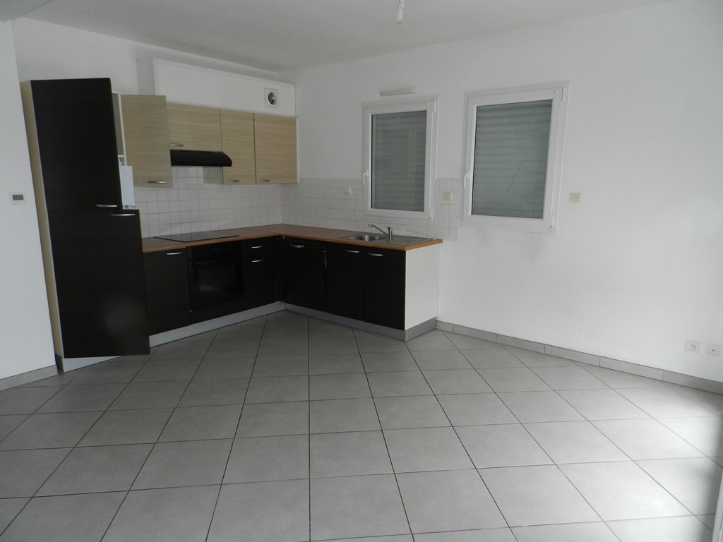 A VENDRE SAINT SERVAIS MAISON T5/6 de 88 m² utiles TERRAIN CLOS DE 370 m²
