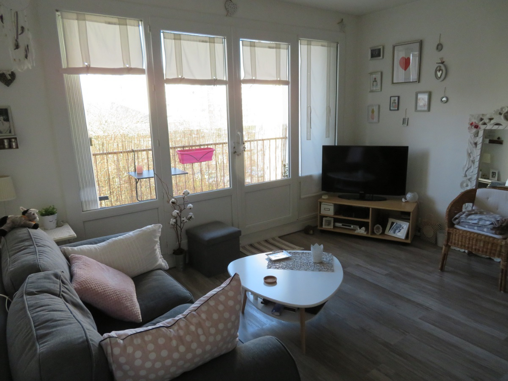 VENDU PAR OCEANE IMMOBILIER BREST KERGOAT APPARTEMENT  -T2 - 53.24 M2 -BALCON ASCENSEUR  T11045LP