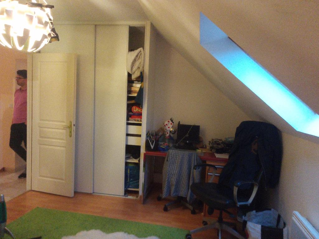 Pavillon 2008 , Neuville aux Bois ,  F3 + Garage  + Terrain clos