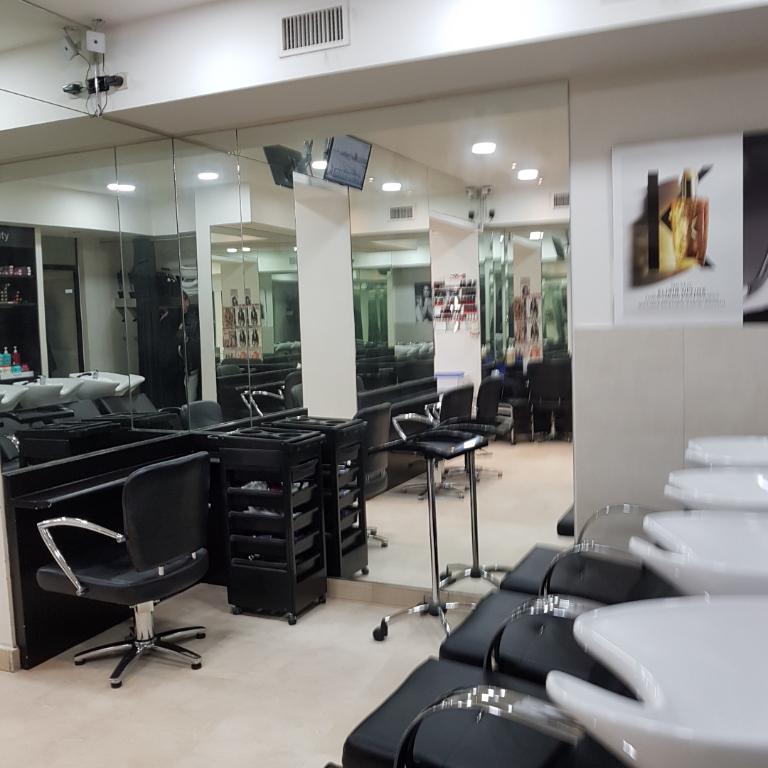 Très Beau commerce de coiffure et d'esthétique