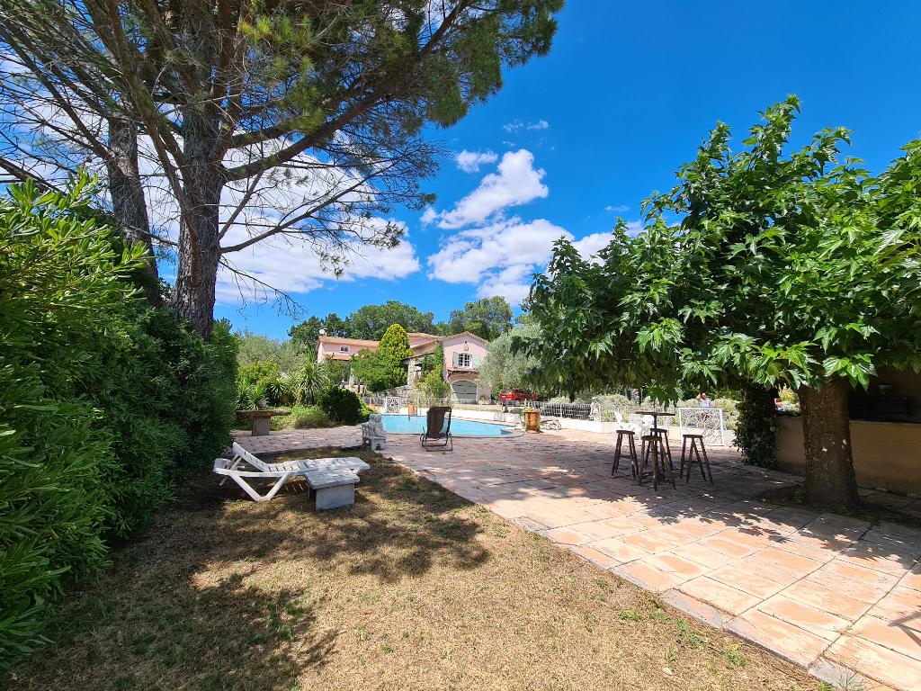 St Privat-des-Vieux villa  7 pièces 180 m2 hab. Terrain 2994 m2 piscine