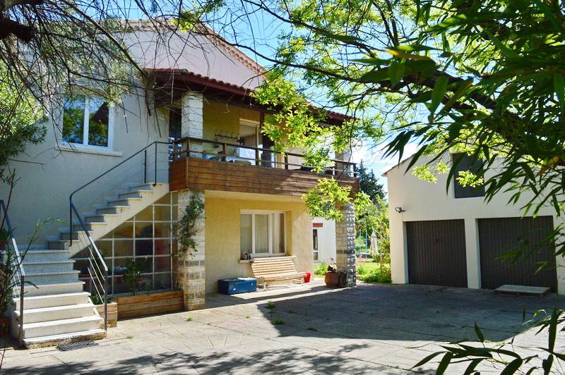 Maison  7 pièces (2 appartements) 236 m2 terrain 2427 m2 quartier résidentiel