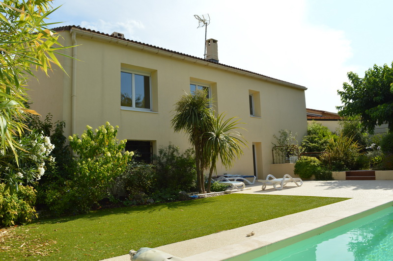 Maison Ales 6 pièces 162 m2 habitable terrain 625 m2 piscine