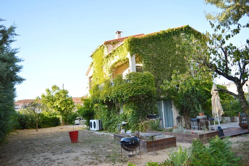 Maison Ales comprenant 2 appartements 8 pièces 200 m2 habitable terrain 1000 m2