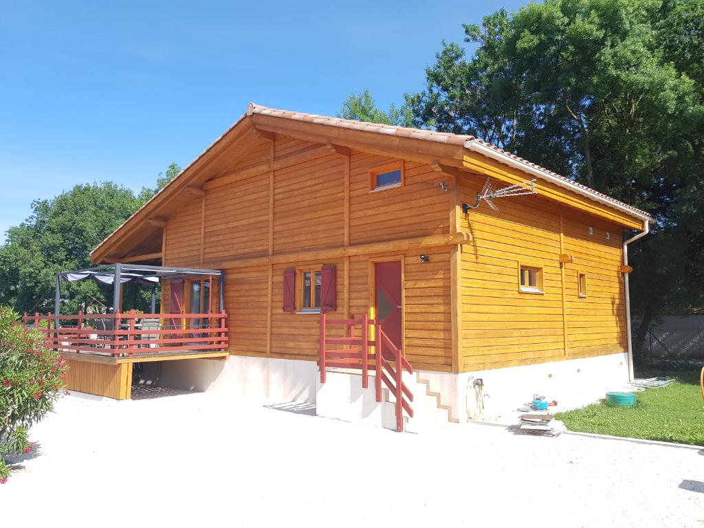 Maison  en bois 4 pièces 121 m2 hab. terrain 1560 m2