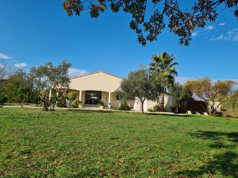 Villa sud d'Alès type 3 avec studio terrain 2000 m2
