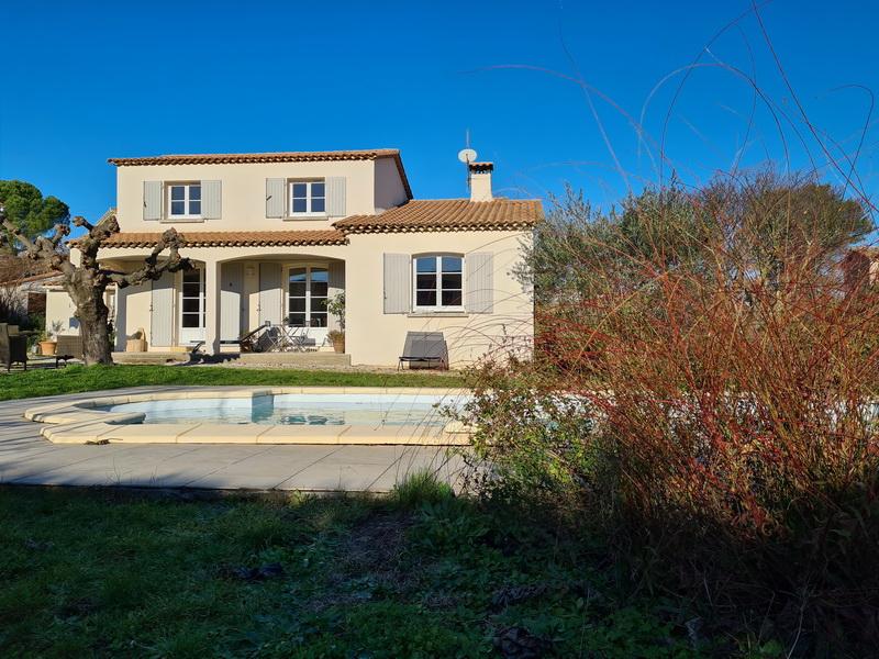 Villa  121 m2 en excellent état de type 5 avec piscine sur un terrain 1703 m2.