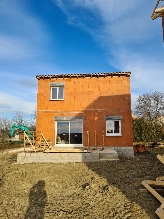 Villa neuve type 4 RT 2012 terrain 350 m2