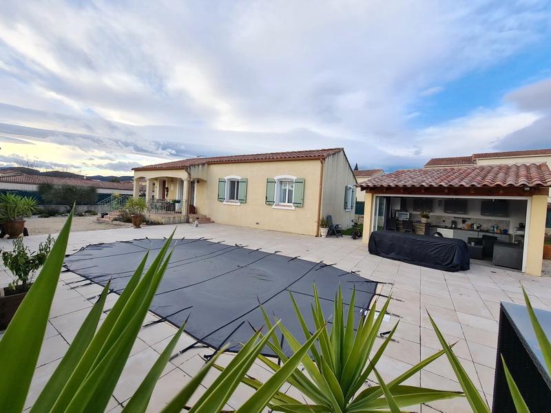 Villa  de plain-pied 102.62 m2 terrain 880 m2 piscine