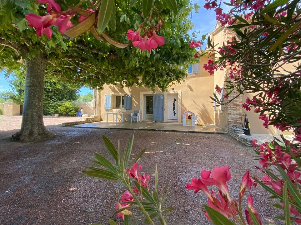 Maison Mondragon 5 pièce(s) 180 m2