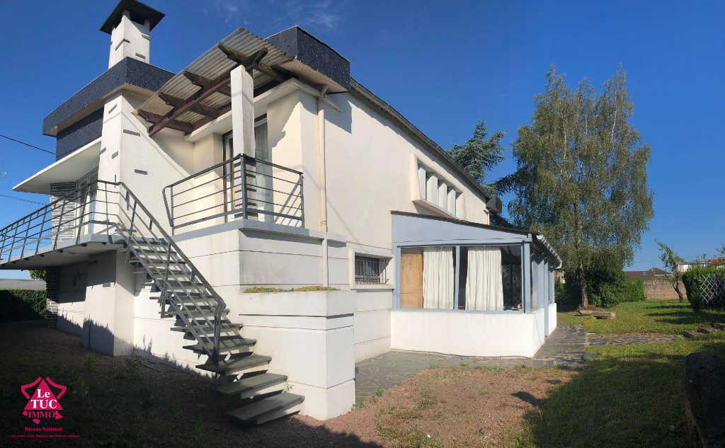 BRESSUIRE - Rare, maison ancienne d'architecte !