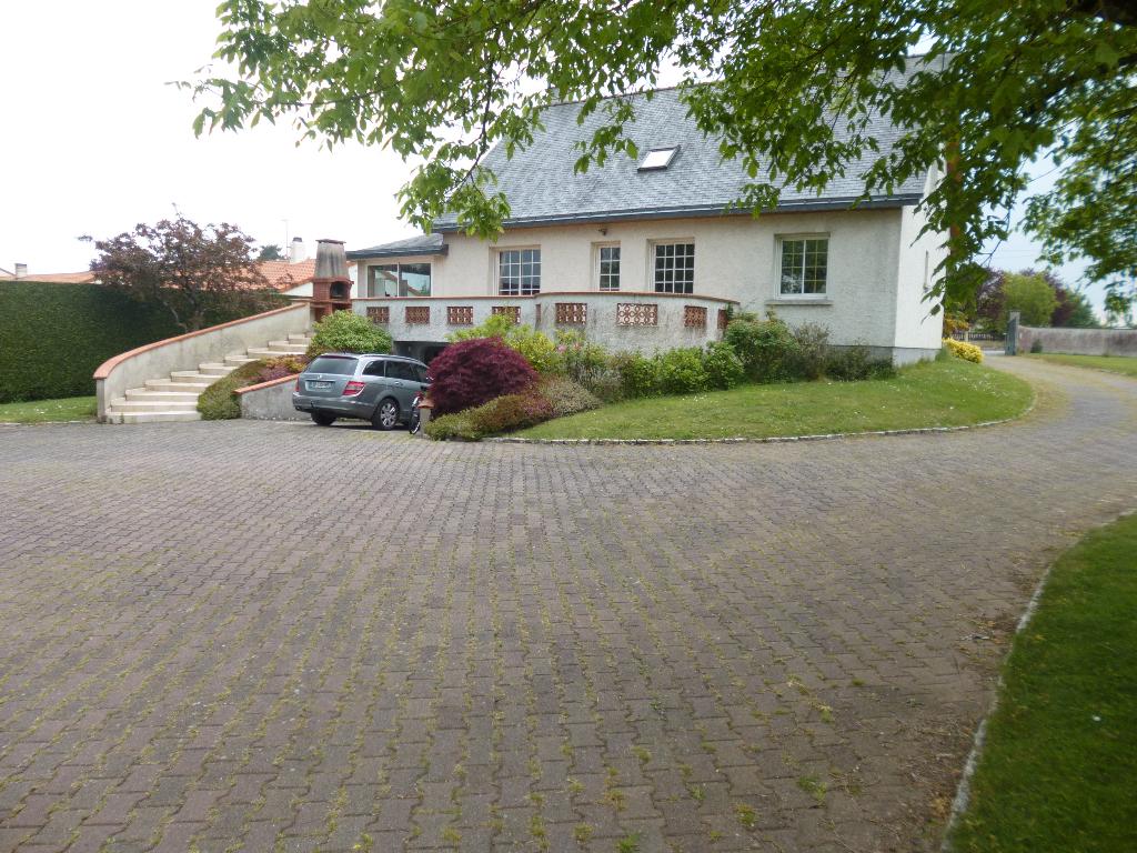 MONCOUTANT - Grande maison atypique