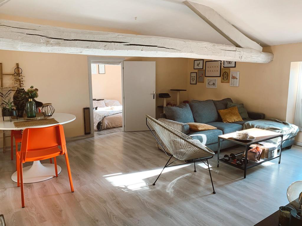 BRESSUIRE - Appartement T2 refait à neuf au 2ème étage
