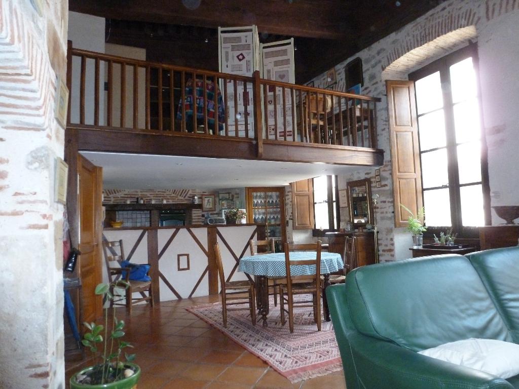 Appartement de charme T2, hypercentre de Cahors
