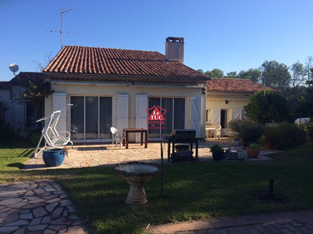 Villa 250m2. Terrain 8000 m2. Piscine.