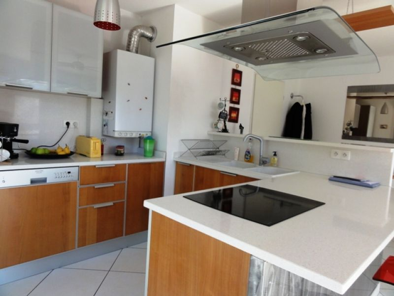 Récent T2 53 m²  loué meublé CHAMBERY centre.