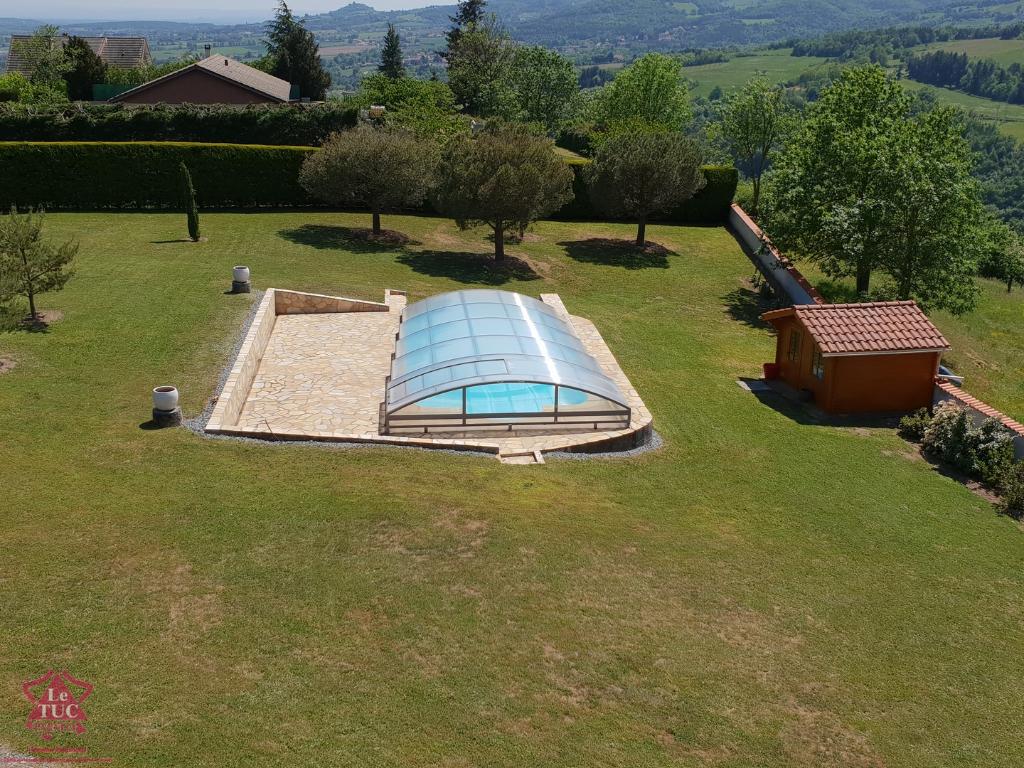 10 min de Feurs - Terrain avec piscine