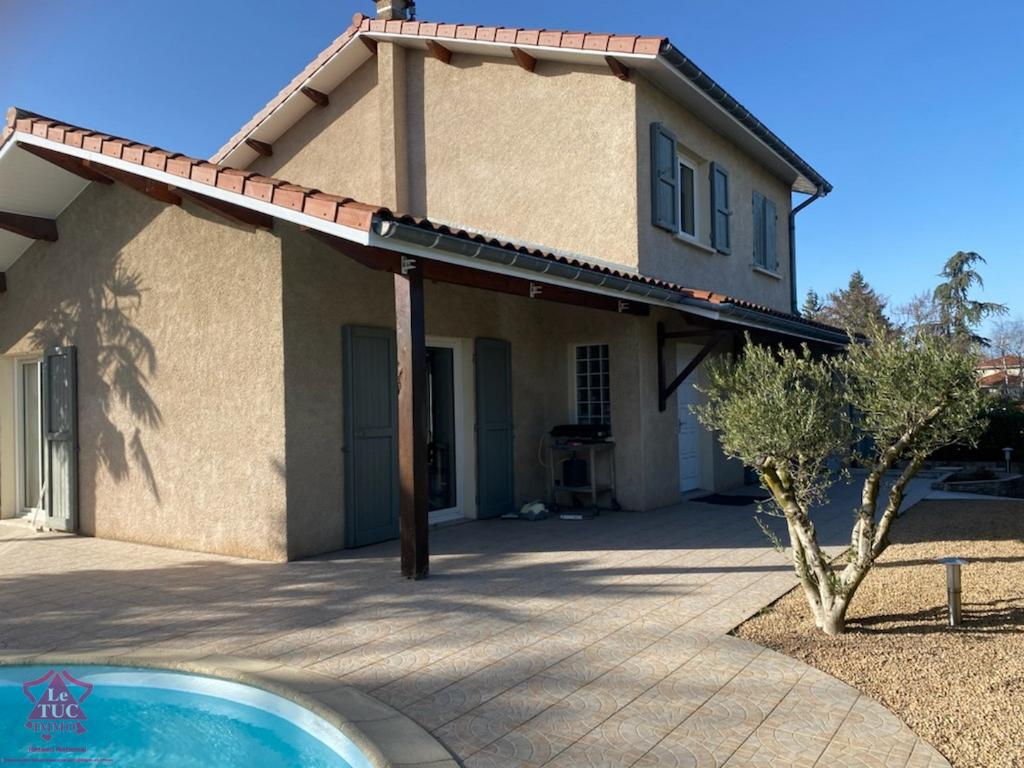 FEURS - Villa avec piscine et terrain