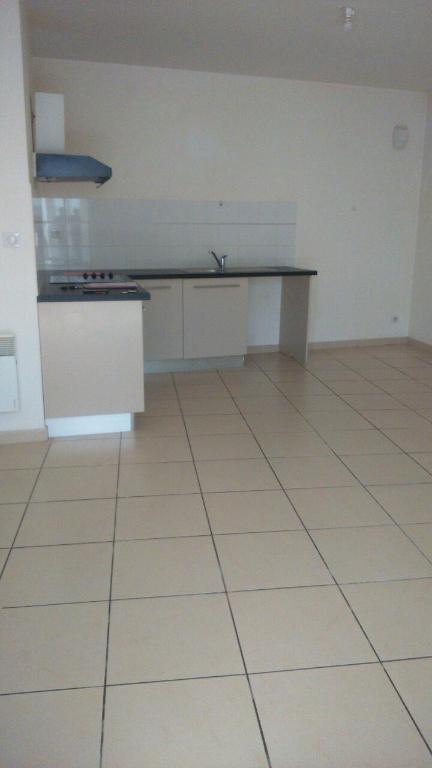 Appartement de plain pied, de type T2 de 61 m2 + terrasse et parking
