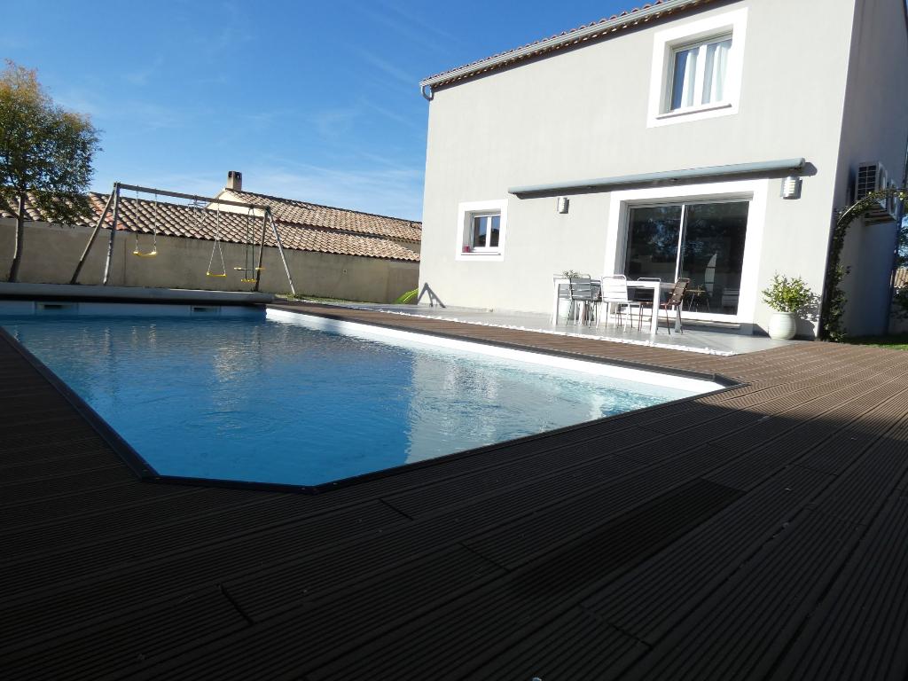 Villa contemporaine aux normes 2012, de type 4 pièces + garage