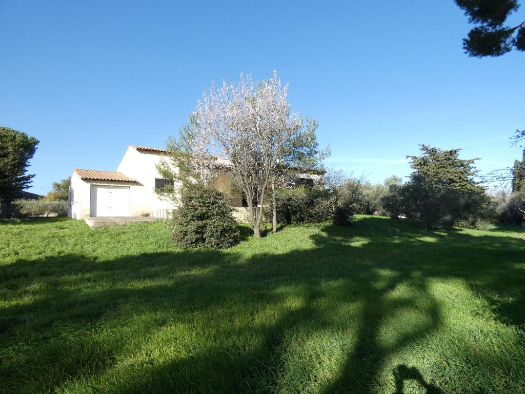 Villa de plain pied , type 5 pièces + garage ; terrain 450 m2