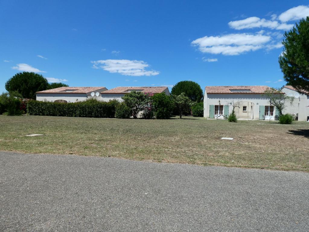 EXCLUSIF : Villa meublée , type 3 de 45 m2 avec terrasse, jardin et parking