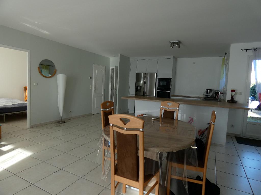Villa de plain pied, de 98 m2 habitable + garage ; terrain 411 m2