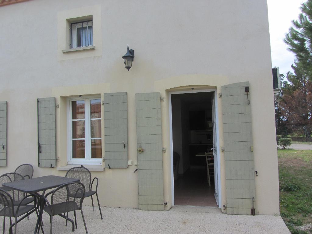 EXCLUSIF : Villa meublée , type 3 de 35 m2 avec terrasse, jardin et parking