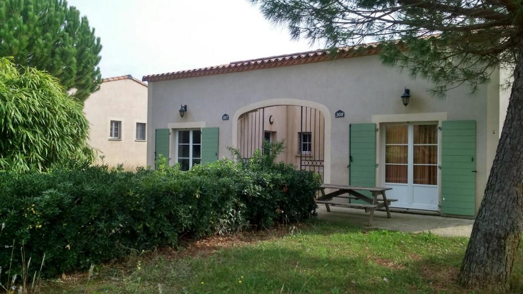 Villa meublée , type 3 de 45 m2 avec jardin et parking