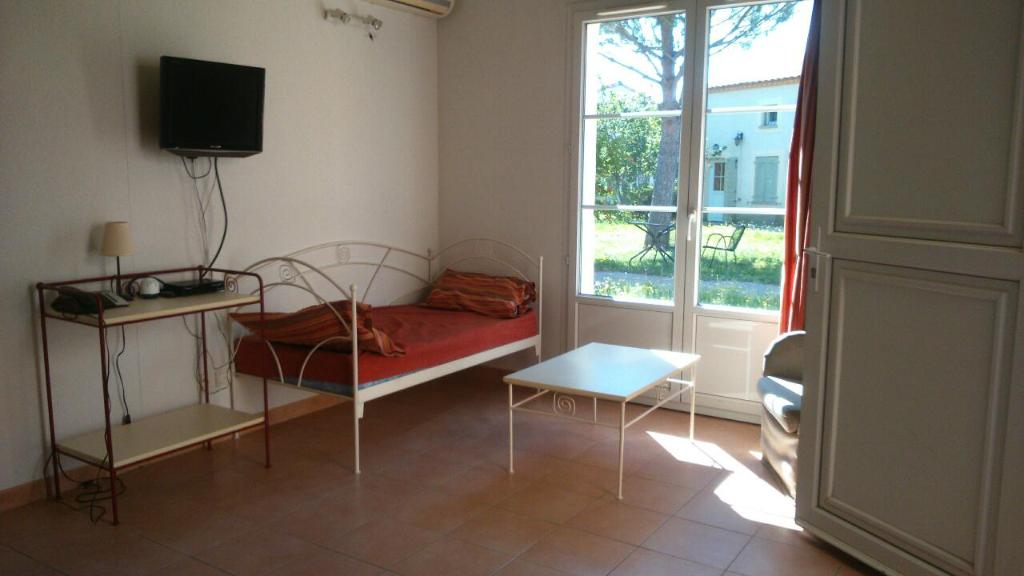 EXCLUSIF  : Villa meublée , type 3 de 45 m2 avec jardin 50m2 et parking