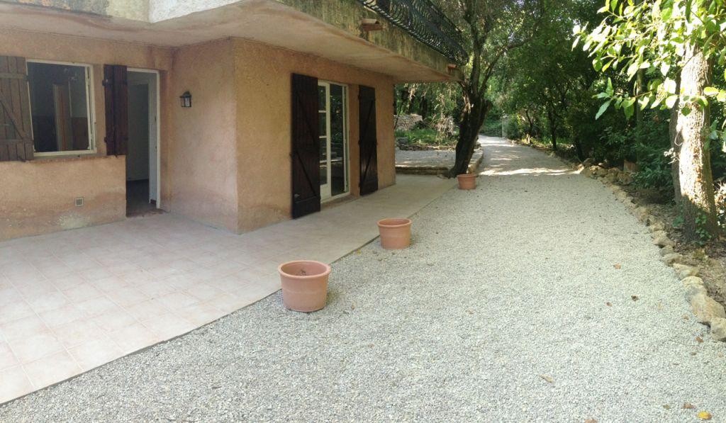 Magagnosc limite Chateauneuf: 2 pièces rez de villa avec jardin privatif