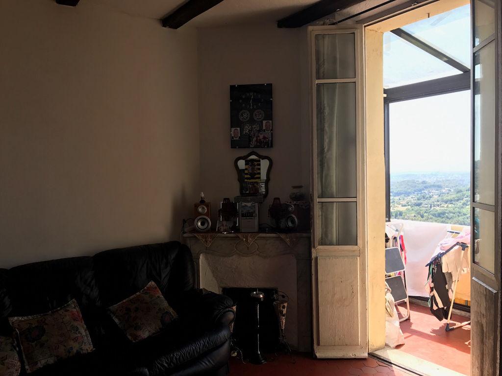 Un appartement 4 pièces avec balcon sur vue mer panoramique.