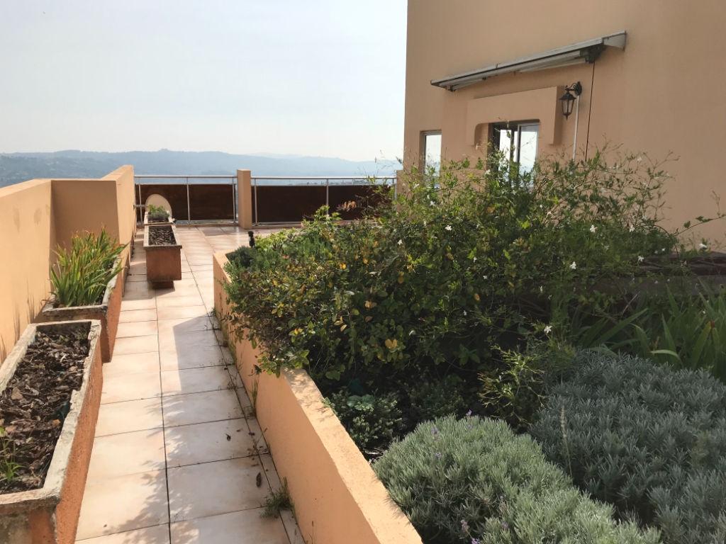 RARE! Grasse central, 4 pièces appartement sur le toit avec jardin privatif et double garage