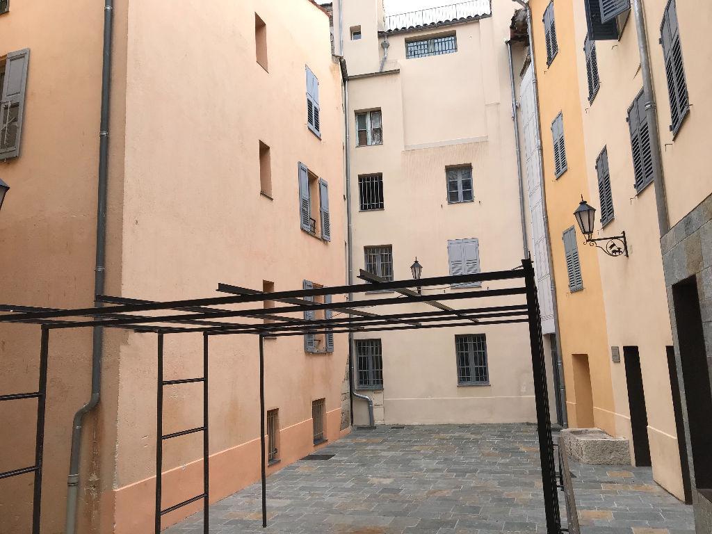 Grasse centre historique:  4 pièces bon état de 70 m2 environ