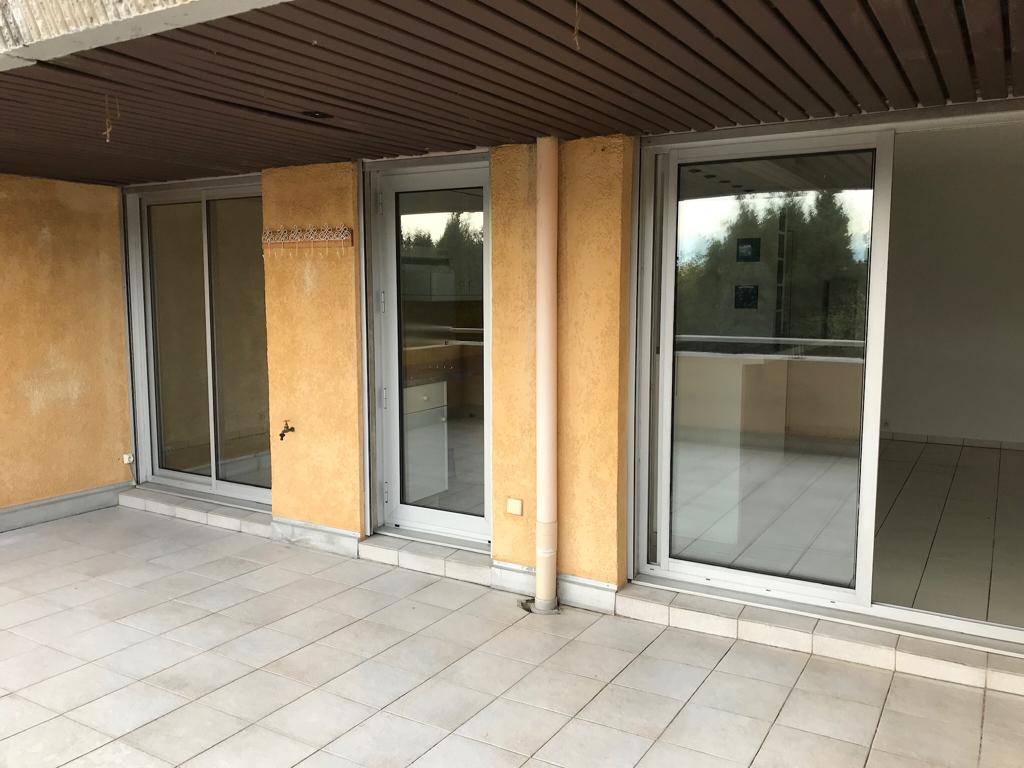 Appartement deux pièces de 37 m2 avec une terrasse de 22 m2 et garage