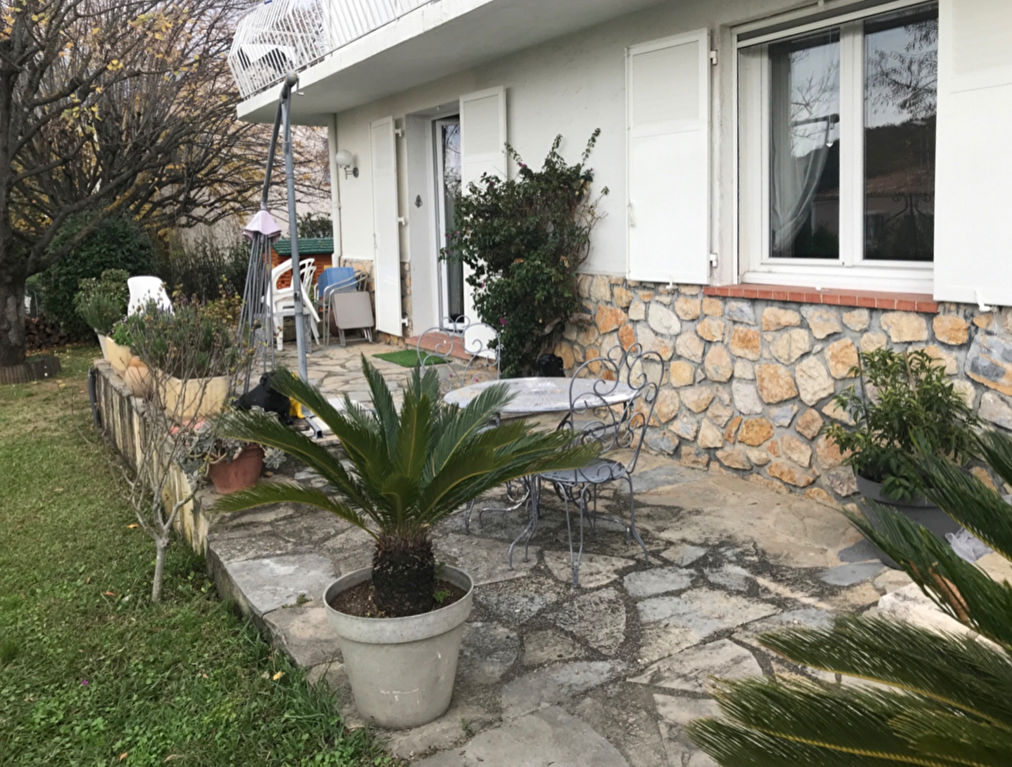 Chateauneuf rez de villa avec jardin privatif  et 3 parkings privatif