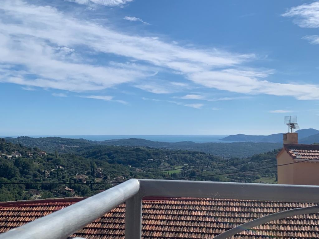 Magagnosc T1 de 40 m2 environ avec deux balcons  vue mer