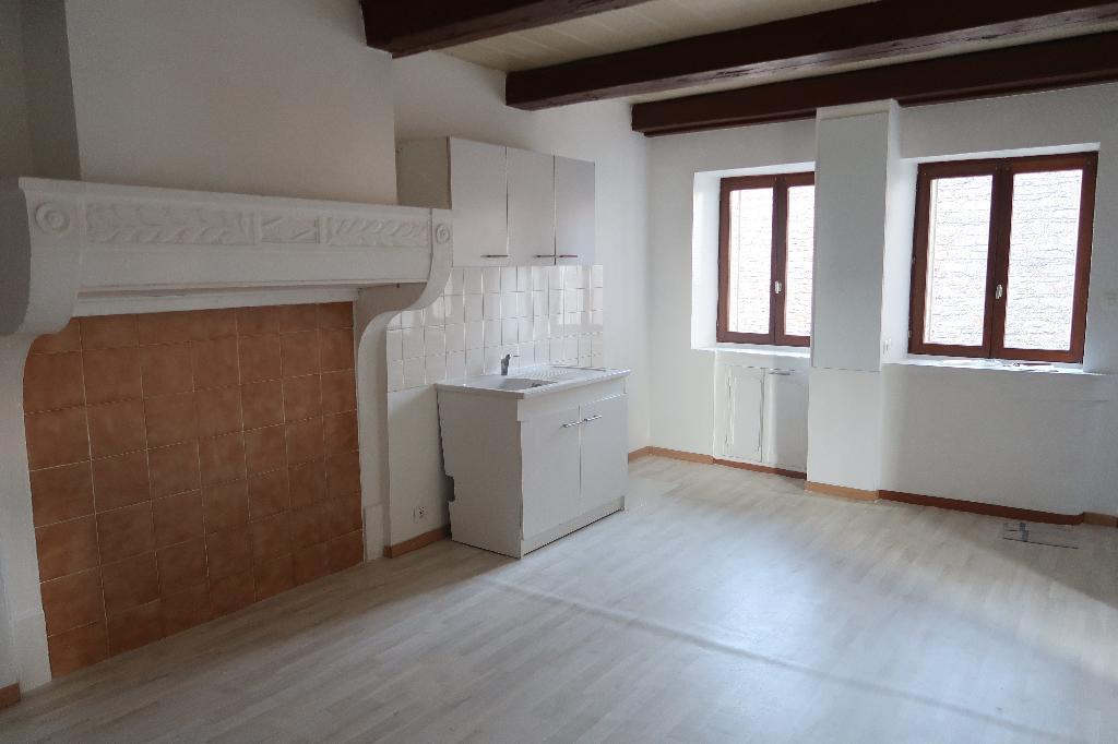 A 10 min LAGNIEU - Maison de ville 3 pièces 35 m2 avec Terrasse, Garage et Jardin