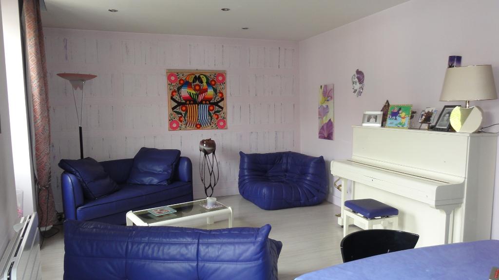 LAGNIEU centre - maison de ville T5  de 105 m² avec grande terrasse et garage