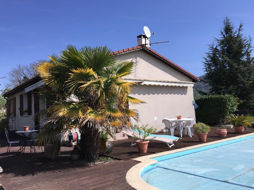 LAGNIEU - Villa T4 de 115 m² avec piscine sur terrain de 704 m²