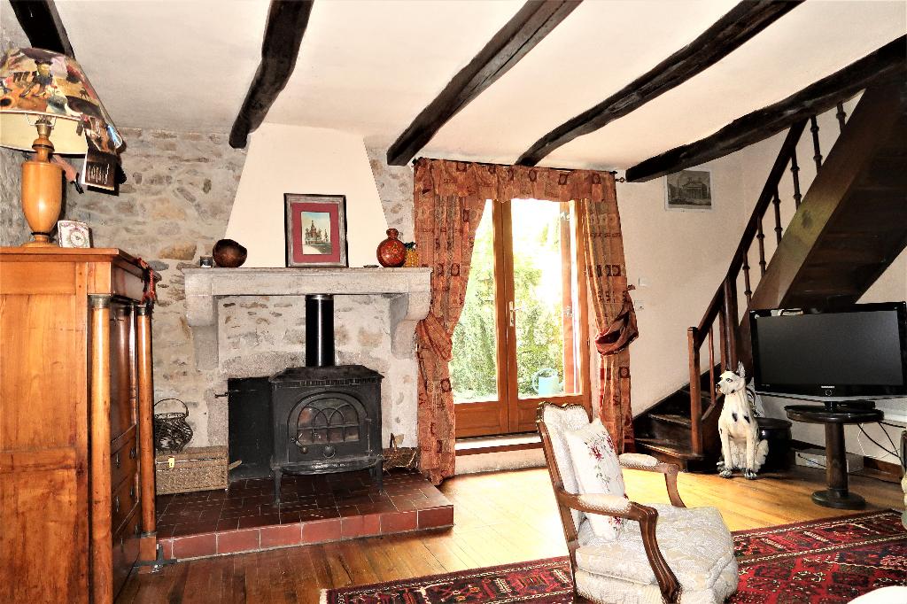 A 3 min d'Ambérieu en Bugey - Maison de village T5 de 146 m² avec jardin