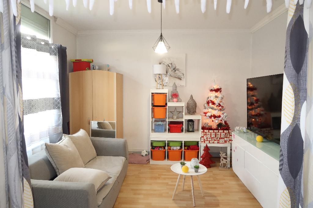 LAGNIEU - Maison de ville de 120 m2 avec 2 appts T3 loués