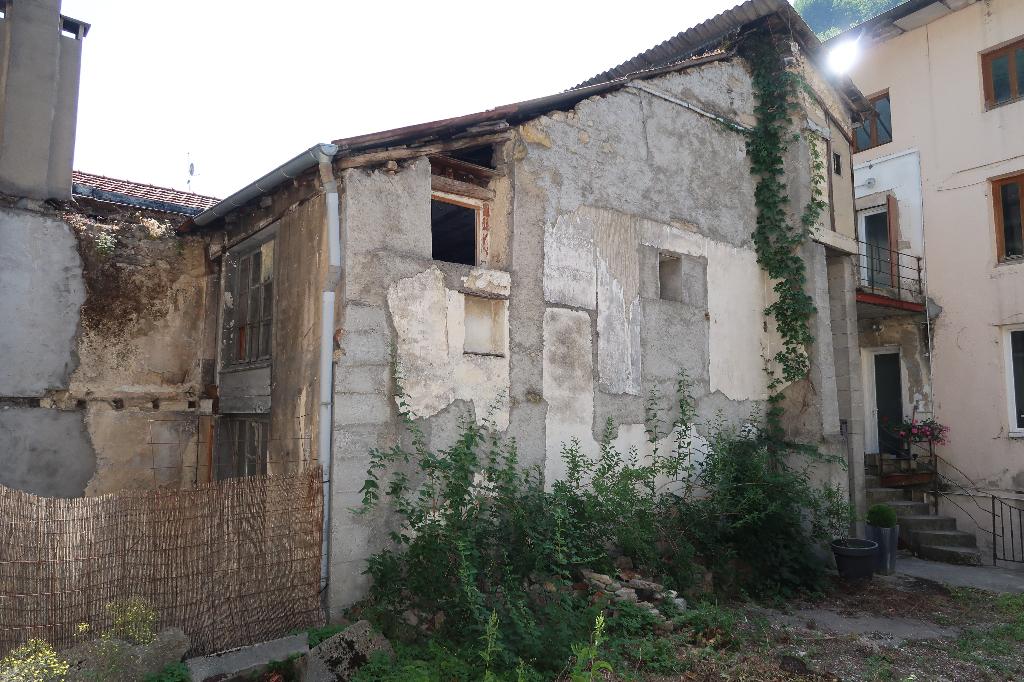 10 min d'AMBERIEU EN BUGEY - Maison à rénover