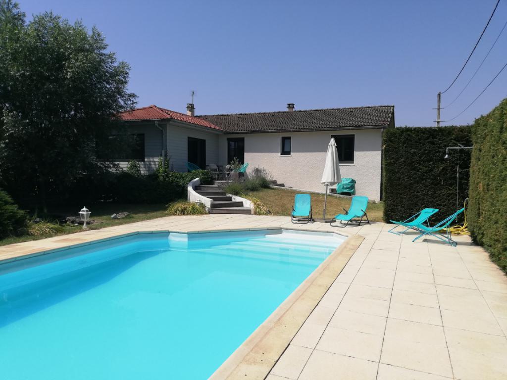 10 min MEXIMIEUX - Villa T6 de 140 m2 avec piscine, double garage sur terrain 1700 m2 - Proximité A42