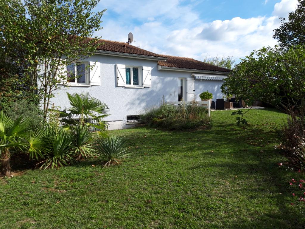 Briord, superbe villa T5 de 115 m2 plain pied sur terrain de 1080 m2 clos.