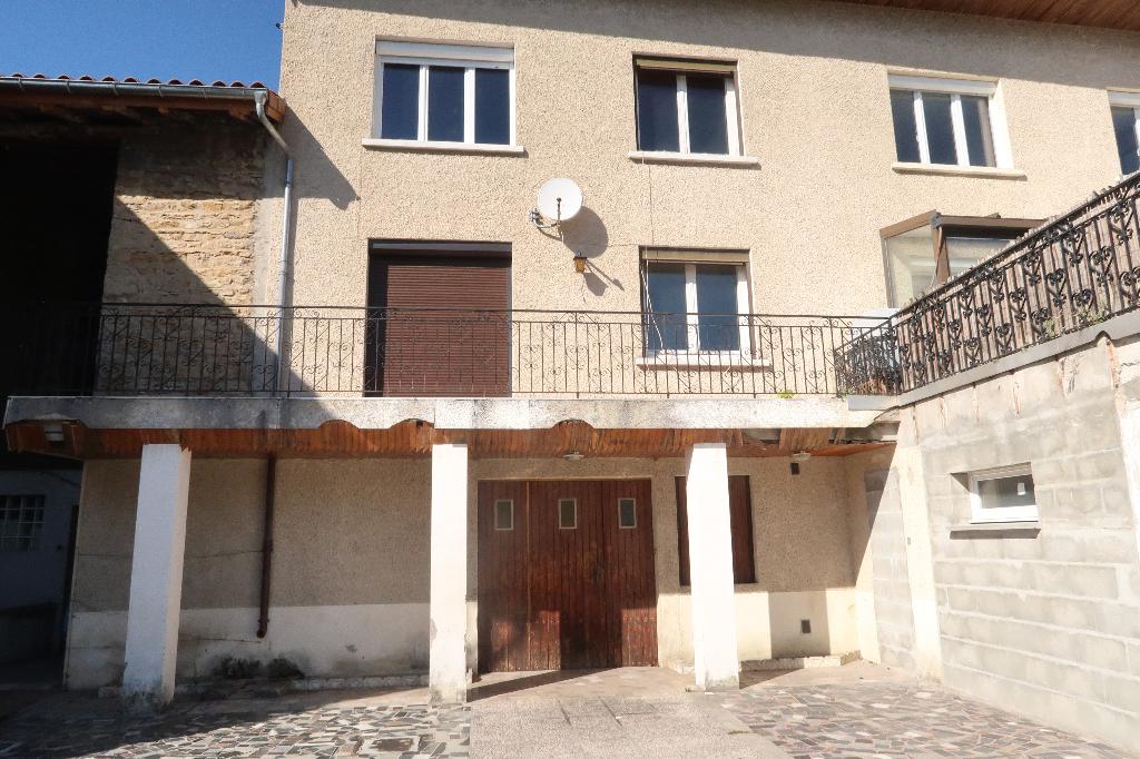 AMBERIEU EN BUGEY - Maison de ville T4 de 80 m² avec garage et cour intérieure