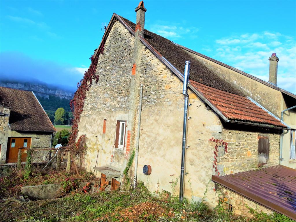 A 5 minutes de Lagnieu - Maison T4 de 115 m2 avec terrain à rénover.