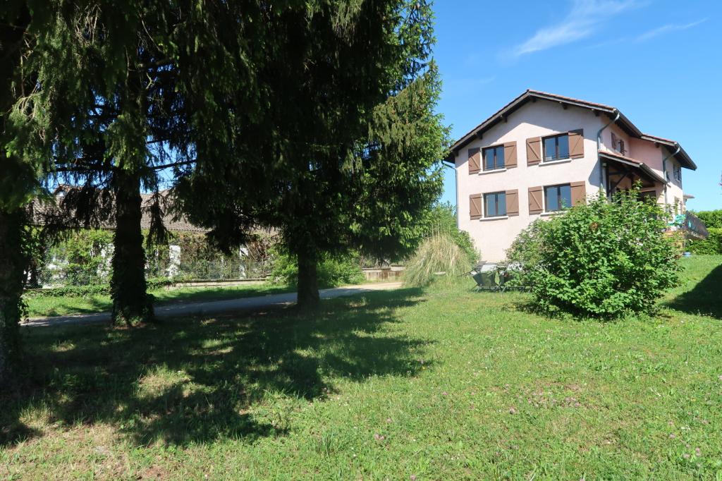 LAGNIEU - Villa T6  de 150 m² sur sous sol - terrain 1143 m²