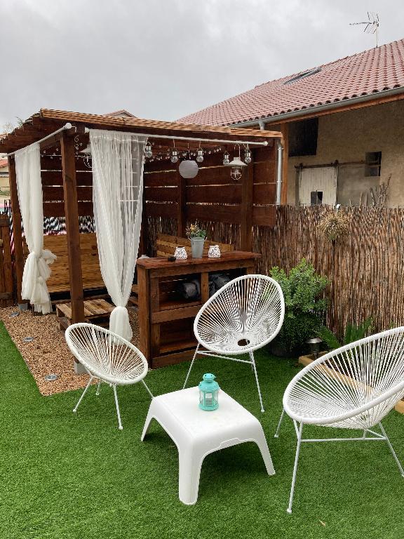 BRESSOLLES - Maison de village T4 de 110 m² avec jardin