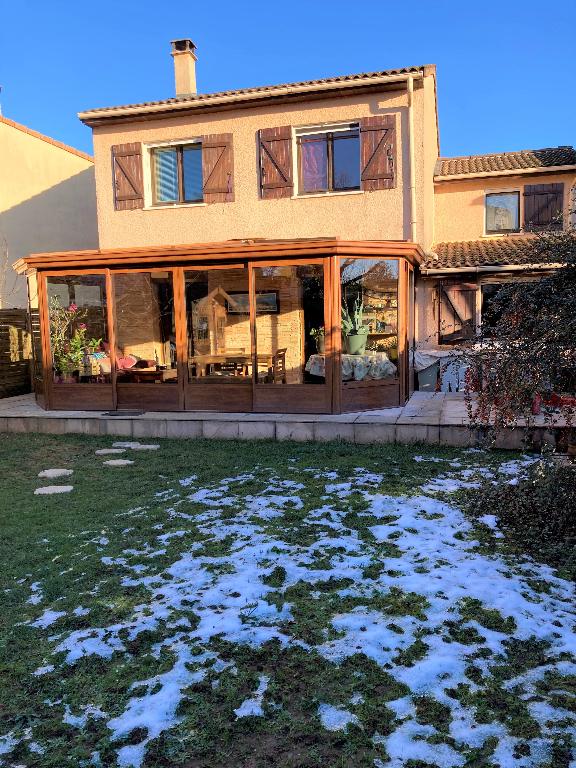 MEYZIEU - Villa T6 de 122 m² avec garage et terrain